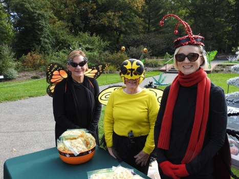 Members' Board volunteers at Ghouls in the Garden. Photo by Tom Incrocci