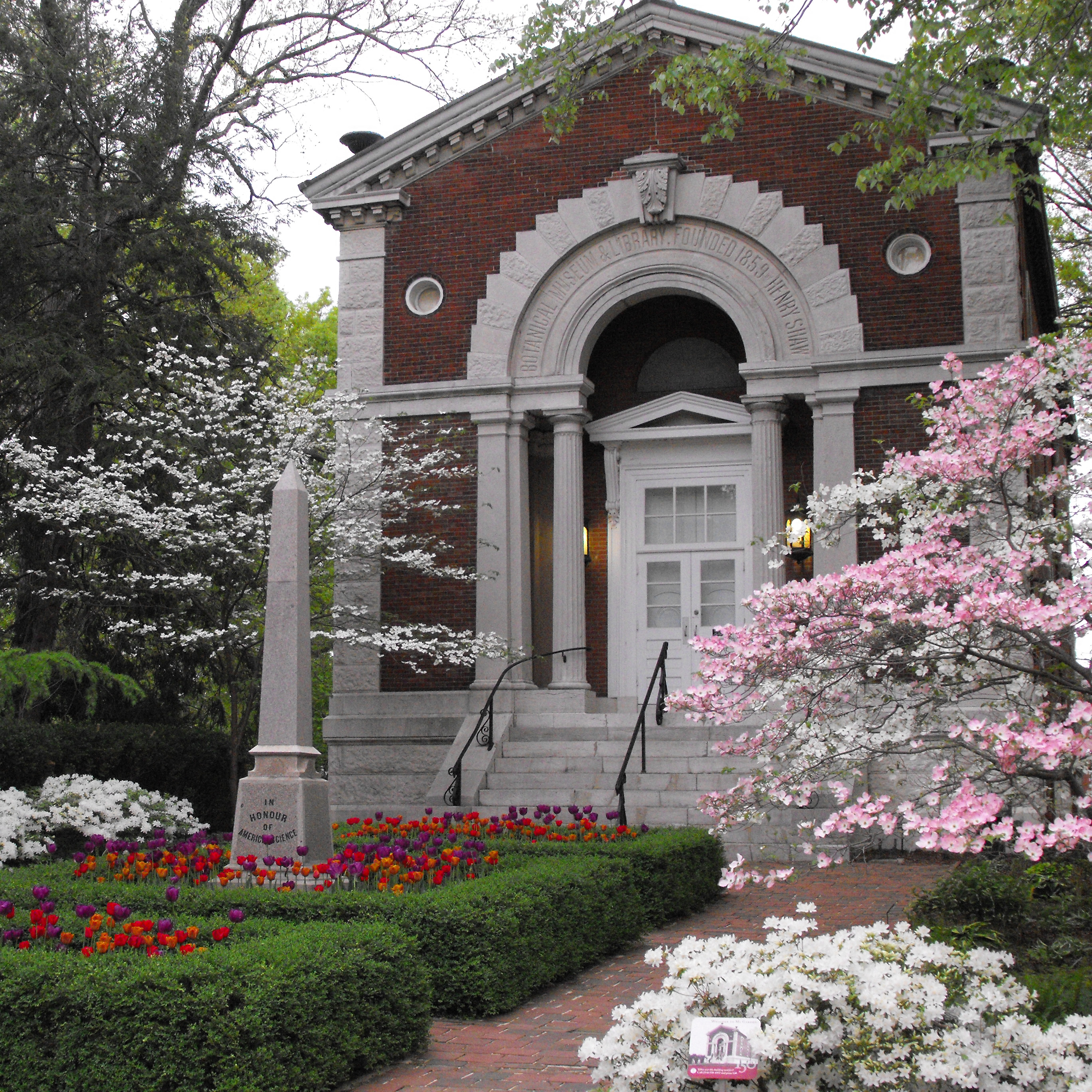 GLOW_Pathway_to_Museum_Building_120814_INCR.jpg